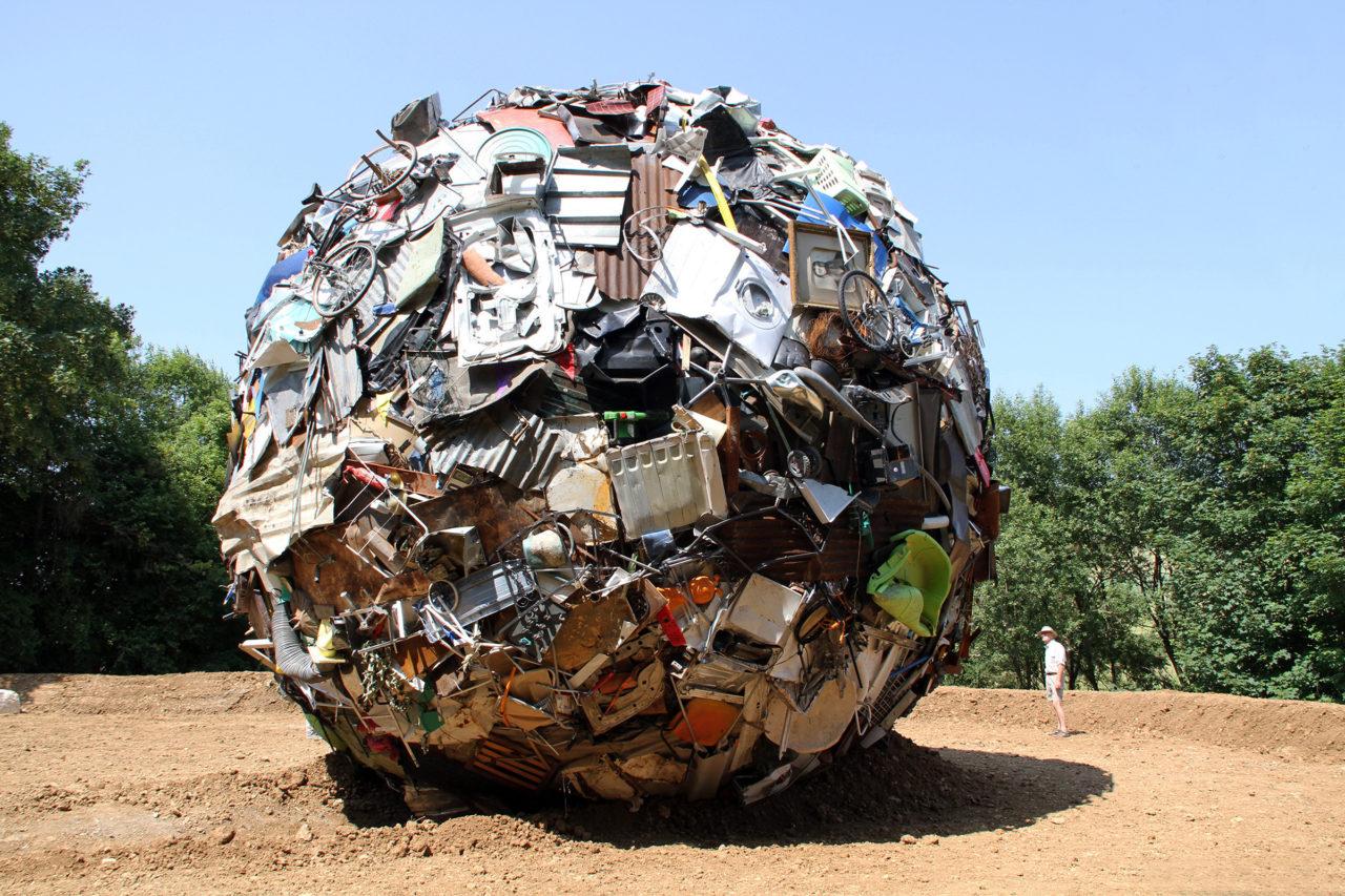 Globe (2013), Le Vent des Forêts, Fresnes-au-Mont, France, 2013 (photo: Marjolijn Dijkman)