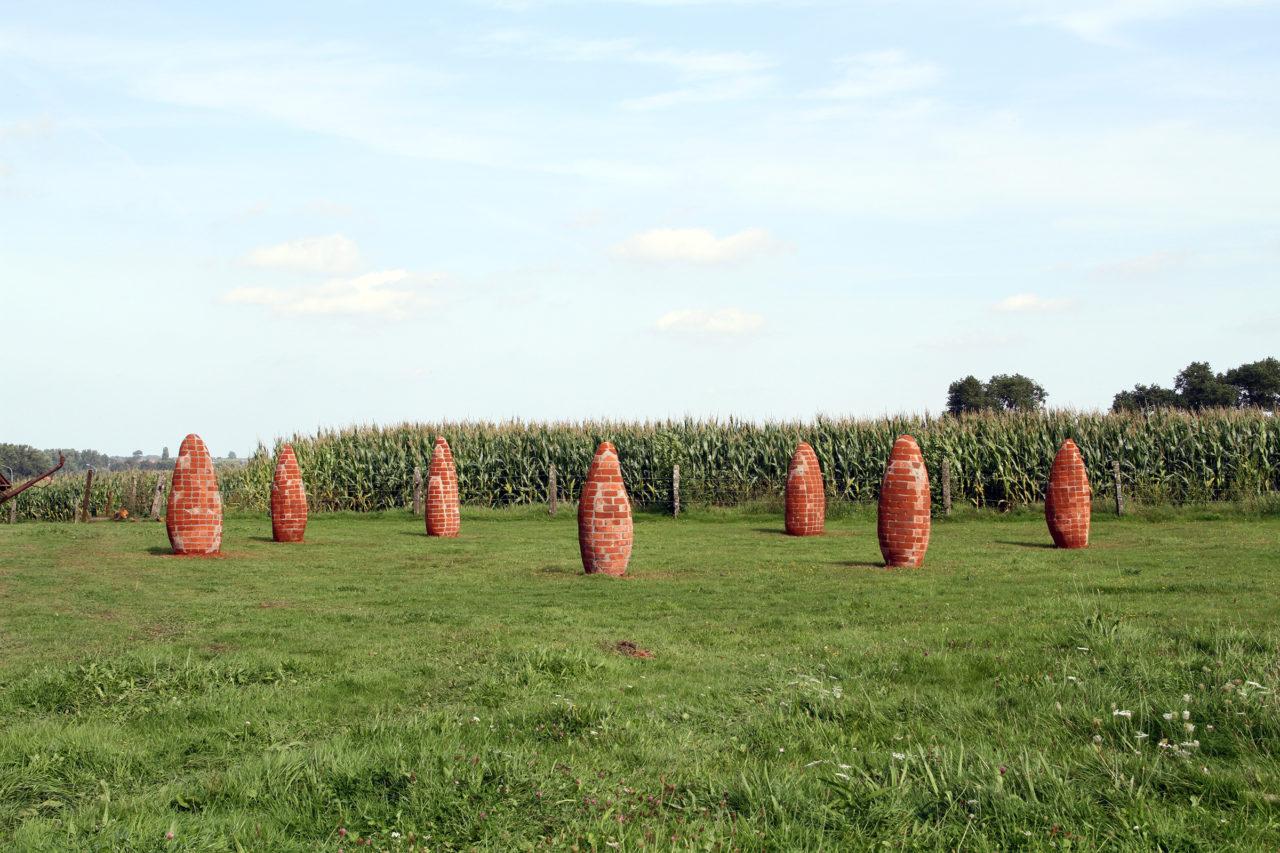 Modern Menhirs (2010 - 2015), Arpia, Herzele, Belgium, 2010 (photo: Maarten Vanden Eynde)